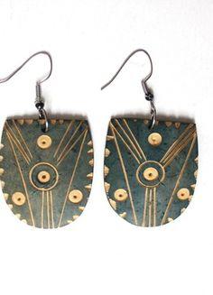 Kupuj mé předměty na #vinted http://www.vinted.cz/doplnky/nausnice/18311314-etno-vyrezavane-drevene-nausnice-stity-valecniku