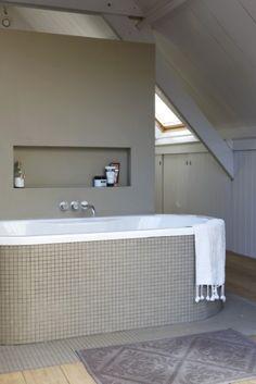 nieche above the bath Laundry Room Bathroom, White Bathroom, Bathroom Interior, Bath Room, Bathroom Tile Designs, Modern Bathroom Design, Contemporary Bathrooms, Large Bathrooms, Dream Bathrooms