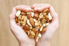 La importancia de los frutos secos en la alimentación: Los frutos secos pueden convertirse en uno de los principales aliados de los vegetarianos a la hora de obtener grasas de origen no animal, que además disponen de excelentes propiedades cardiosaludables.