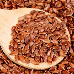 You don't have to be a health nut to love flax. Sprinkle some on your breakfast cereal, add a scoop to your smoothies or mix some in your favorite cookie recipe. Flax is full of fiber and a simple way to increase your intake. Fiber Diet, Fiber Foods, How To Lose Weight Fast, Weight Gain, Weight Loss, Cinnamon Weightloss, Foods To Balance Hormones, Le Psoriasis, Lower Cholesterol