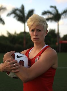(Jed Jacobsohn/Nike Soccer) how awesome does she look I mean oh my gosh people Girls Soccer, Nike Soccer, Football Soccer, Soccer Images, Androgynous Women, Soccer Inspiration, World Cup Champions, Megan Rapinoe, Women's World Cup