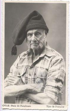 Vintage postcard of a Portuguese Fishermen, Aveiro, Portugal