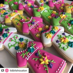 "451 Likes, 19 Comments - Clau Almaguer (@cakesandcookiesbyclau) on Instagram: ""So excited for this mixer! Join us today til 7:30pm (info below) #Repost @tidbitshouston…"""