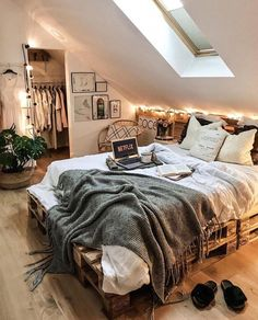 Bohemian Style Ideas for Bedroom Decor # bohemianbedroom- Bohemian Style -., Bohemian Style Ideas for Bedroom Decor # bohemianbedroom- Bohemian Style Ideas for Bedroom Decor # bohemian bedroom - decoratingstyle. Room Ideas Bedroom, Home Bedroom, Bed Room, Modern Bedroom, Warm Bedroom, Master Bedroom, Minimalist Bedroom, Contemporary Bedroom, Bedroom Wall