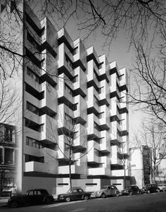 Roger Anger, Mario Heymann et Pierre Puccinnelli, immeuble de logements 1959-1962. Rue des Pyrénées, Paris 20e.