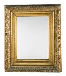 Espejo con marco en madera y estuco dorados, de finales del siglo XIX