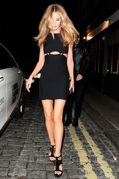 la modella mafia Rosie Huntington Whiteley 2013 fashon street style - Versace mini dress for a night out