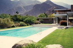 The Kaufmann Desert House (Palm Springs, California), designed by architect Richard Neutra in 1946.
