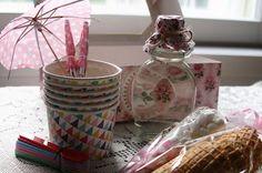 Minkun Matkassa: Lisää vain jäätelö - kesäinen selviytymispakkaus l... Jar, Home Decor, Decoration Home, Room Decor, Jars, Drinkware, Interior Decorating