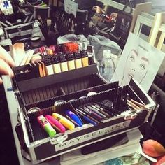 The makeup kits are out in full force -- must be My Beauty, Beauty Hacks, Beauty Tips, Makeup Kit, Hair Makeup, Makeup Brands, Makeup Organization, Cosmetology, Makeup Junkie