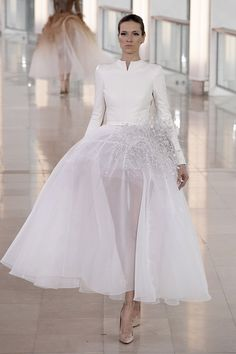 The Best Bridal Inspiration From Couture Week - Stephane Rolland - January 2015 summer/spring Spring Couture, Couture Week, Fancy Wedding Dresses, Bridal Dresses, Couture Fashion, Fashion Show, Fashion Design, Paris Fashion, High Fashion