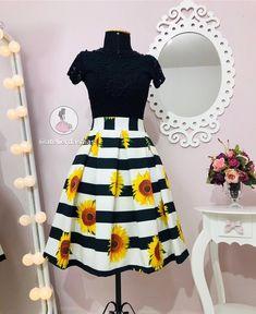 Listras e girassóis 🌻 a combinação perfeita 🥰 . . 💕www.atelierdassaias.com.br 💕 WhatsApp!↙↙↙ 📲62 993102449 ou 995696795 . ⏰ Horário de… Cute Outfits With Jeans, Hot Outfits, Modest Outfits, Skirt Outfits, Cute Dresses, Vintage Dresses, Beautiful Dresses, Vintage Outfits, Girls Dresses