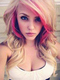 Sexy Long Blond hairstyle with pink highlights.  I LOVE!! <3