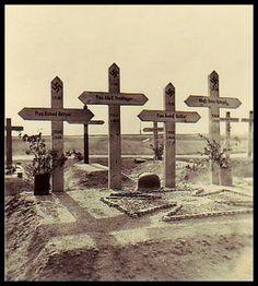Stalingrad. German graves. Dienstag, 29. September 1942 an der Bahnlinie nach Stalingrad. Nur kurz ruhen hier die Toten, bis die Gräber durch die in wenigen Wochen heranrückenden Truppen der Roten Armee platt gewalzt werden.
