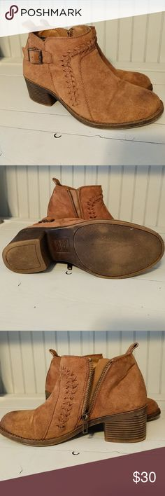 Booties Billabong booties *Good condition *Size 6  *Smoke free home Billabong Shoes Ankle Boots & Booties