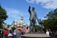 A Photographic Journey Through Holidaytime at the Disneyland Resort http://www.wdwfanzone.com/2016/11/a-photographic-journey-through-holidaytime-at-the-disneyland-resort/