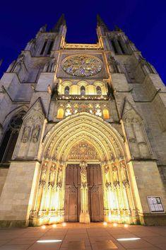 幾何学的な絶景がいくつも…!フランス「ボルドー」の観光スポット
