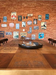 Home Pub, Beer Opener, Old Chairs, Bar Areas, Bbq Party, Facade Architecture, Restaurant Design, Poker Table, Decoration