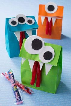 Halloween Monster Crafts and Treats # Back to School H .- Halloween Monster Crafts und Leckereien Halloween Monster Cr… Halloween Monster Crafts and Treats to school Halloween Monster Crafts and Treats – The Idea Room - Party Favors For Kids Birthday, Monster Birthday Parties, Birthday Candy, Boy Birthday, Monster Party Favors, Diy Goodie Bags Birthday, Diy Halloween Goodie Bags, Diy Party Bags, Birthday Treats
