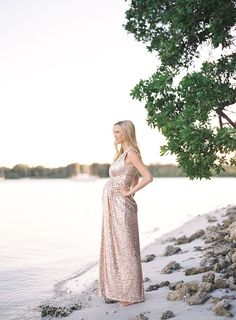 This beautiful gown on the beach makes the mommy to be look like a queen. She is stunning and this shot is amazing. Credits: (Beach maternity photos in Florida by Jessica Lorren Photography Maternity Shoot Dresses, Beach Maternity Photos, Pregnancy Photos, Maternity Fashion, Maternity Style, Pregnancy Tips, Beach Wedding Photography, Maternity Photography, Photography Kids