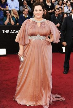 Melissa McCarthy can even make the Oscars' red carpet funny