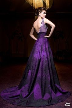 Let me introduce you the Bien Savvy Evening Gowns! Bien Savvy designs the most spectacular dresses and a highly trained team have customized dresses by figure, Mode Purple, Purple Love, Shades Of Purple, Purple Things, Deep Purple, Beautiful Gowns, Beautiful Outfits, Gorgeous Dress, Nigeria Fashion