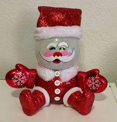 Awesome Christmas Decorations on a Budget – Fish Bowl Snowman - Fisch Krafts Ideen Snowman Crafts, Tree Crafts, Christmas Projects, Holiday Crafts, Christmas Decor Diy Cheap, Christmas Fun, Christmas Ornaments, Handmade Christmas, Christmas Centerpieces