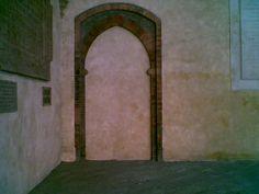 Finto portale sito in Bologna