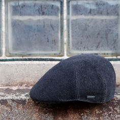 The Milano cap is the Italian version of the Kangol® 507. It is made. Gorra  PlanaHiedraTweed 342738384df