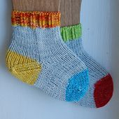 Heidi Bears: Sock Anatomy: A Collection of Baby Socks exploring Heel and Toes in knitting. ~ She suggests making baby socks to try out new patterns before making adult socks, especially if you're a beginner. Hand Knitting Yarn, Knitting For Kids, Knitting Socks, Knitting Projects, Baby Knitting, Crochet Projects, Knitting Patterns, Knitting Tutorials, Free Knitting
