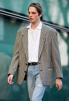 Here are the guys who stood out at Milan Fashion Week's shows - for the right reasons. Boy Fashion, Fashion News, Mens Fashion, Fashion Outfits, Fashion Trends, Style Fashion, Fashion Styles, Men Street, Street Wear