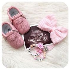 Trendy Baby Reveal To Family Announce Pregnancy Maternity Pictures Ideas Newborn Pictures, Maternity Pictures, Pregnancy Photos, Baby Pictures, Pregnancy Tips, Gender Reveal Pictures, Ideas To Reveal Gender, Gender Reveal Outfit, Cute Pregnancy Pictures