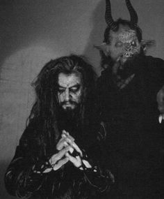 Rob Zombie is attractive only when he was younger and used to wear his stage makeup/costumes and shit I'm so not right. Rob Zombie Art, Zombie Music, Zombie Zombie, Halloween Rob Zombie, Zombie Movies, Pop Punk, Black Metal, Heavy Metal, Off Your Rocker