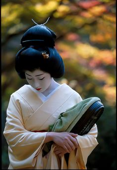 The ultimate in feminine grace, charm, and beauty. #Japan #geisha