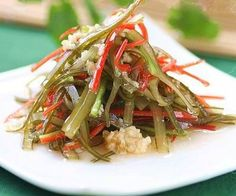 Cold Dressed Seaweed Strips with Peppers
