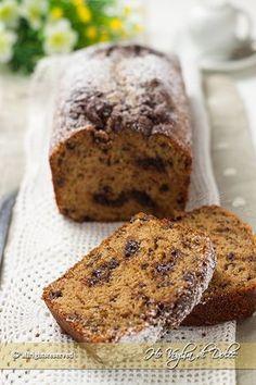 Plumcake al caffè e cioccolato soffice e morbidissimo per una colazione energetica. Un dolce per chi ama il caffè, con tanto yogurt e cioccolato. Una vera delizia