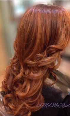 Top 20 shades of strawberry blonde haircolor. Best shades of strawberry blonde haircolor. How to style your hair with strawberry blonde color shades. Ginger Blonde Hair, Balliage Hair, Aveda Hair Color, Red Hair Don't Care, Auburn Hair, Hair 2018, Strawberry Blonde, Great Hair, Hair Inspiration