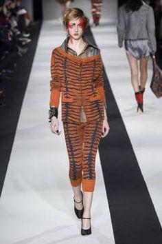 Vivienne Westwood Red Label – London Fashion Week 2015 - unsere Top 5 Shows: Fashion Week reiht sich an Fashion Week. Bevor es nächste Woche weitergeht mit dem Bericht über die Mailänder Modewoche, sind hier unsere Top 5 Favoriten der Fashion Shows aus London.