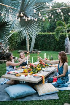 Inspiration for a Night In: A Beautiful Boho Chic Picnic Picnic Set, Picnic Ideas, Beach Picnic, Garden Picnic, Backyard Picnic, Backyard Birthday, Picnic Birthday, Dinner Themes, Event Themes