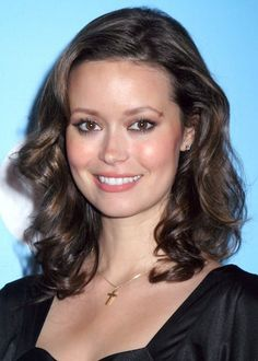 love this look by summer glau. very yamjun. how can i turn up the volume?