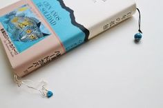 ねこと青い石のしおり・本好きな人のブック・ジュエリー