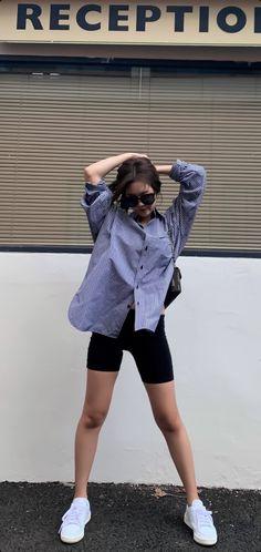 Blackpink Fashion, Korean Fashion, Fashion Outfits, Womens Fashion, Fashion Trends, Jennie Kim Blackpink, Blackpink Photos, Jeans And Sneakers, How To Pose