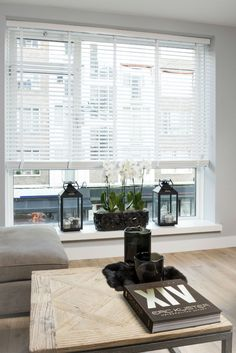 Showroom in Barendrecht & Naarden! Bay Window Blinds, Blinds For Windows, Curtains With Blinds, Living Room Interior, Home Living Room, Happy New Home, Elegant Curtains, Minimalist Bedroom, Stores