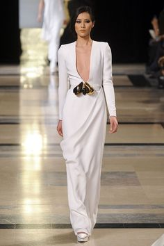 See the entire collection from the Stephane Rolland Spring 2011 Couture runway show. Pretty Little Dress, Little Dresses, Couture Dresses, Fashion Dresses, Zuhair Murad Dresses, Classic Wedding Gowns, Wedding Dresses, Stephane Rolland, French Fashion Designers
