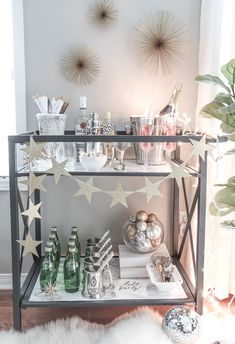 Bar Carts and New Year's Eve Parties go hand in hand! Learn how to create a fun New Years Eve Bar Cart with festive party supplies, delicious food and bubbly drinks! Celebrate the New Year in style! Diy Bar Cart, Gold Bar Cart, Bar Cart Styling, Bar Cart Decor, Ikea Bar Cart, Deco Table, A Table, Bar Chairs, Bar Stools