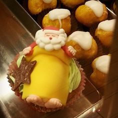 Cupcakes con Babbo Natale Christmas Time, Pudding, Cupcakes, Breakfast, Desserts, Recipes, Food, Tailgate Desserts, Cupcake