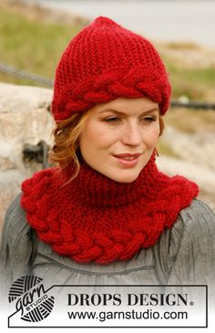 Knitted DROPS hat and neck warmer in garter st with cable in Eskimo.