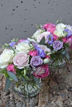 Mixed coloured roses and lisianthus