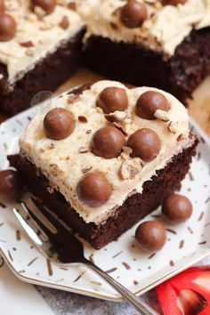 Thick and Fudgey Malteser Traybake Cake with a Malt Fudge Sponge, Malt Buttercream Frosting and Maltesers! Perfect for parties and Malteser fans! Tray Bake Recipes, Cake Recipes, Dessert Recipes, Malteaser Cake, Chocolate Coconut Slice, Chocolate Cakes, Traybake Cake, Janes Patisserie, Desert Recipes