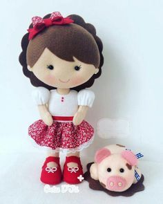 pet pig food -- Click VISIT link above for more info Felt Doll Patterns, Felt Animal Patterns, Felt Crafts Dolls, Felt Quiet Books, Felt Diy, Soft Dolls, Diy Doll, Fabric Dolls, Handmade Toys